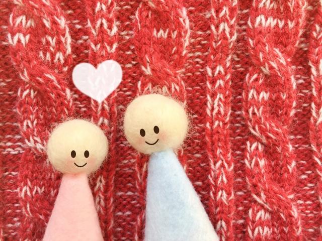 毛糸で作った人形カップル