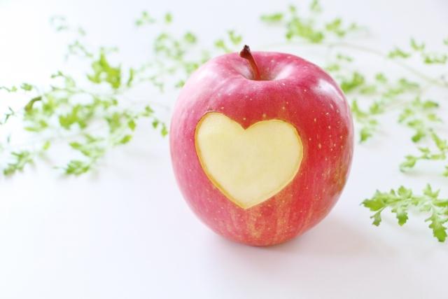 リンゴにハート型の模様