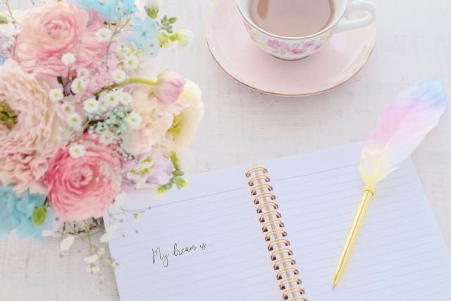 ノートとブーケとコーヒー