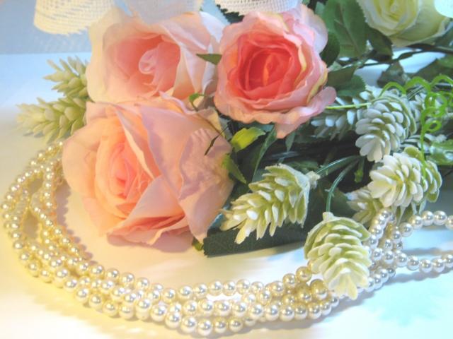 ピンクのバラとパールのネックレス
