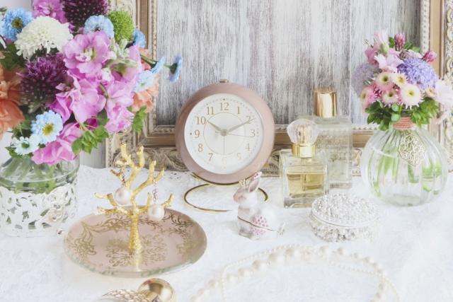 時計と花と香水