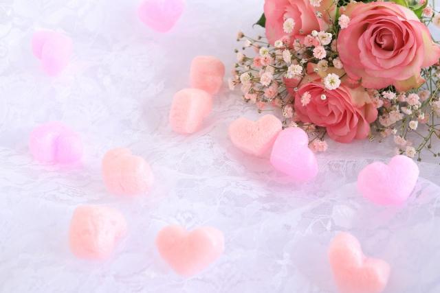 赤い花束とハートのクッション材