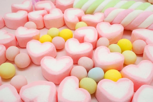 ハート型と丸型の砂糖菓子