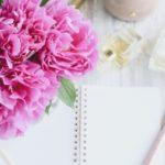 ピンクの花とノート