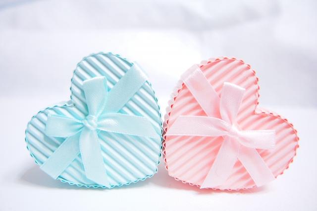 ブルーとピンクのハートのプレゼント